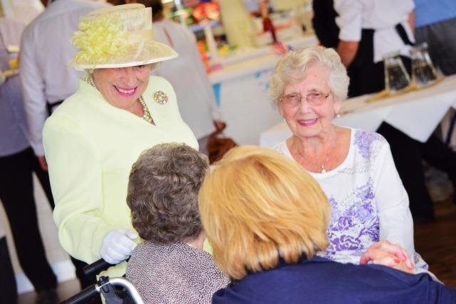 Queen and residents at Oakwood opening